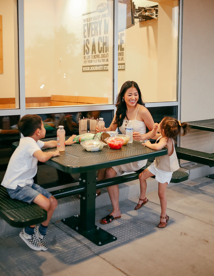 """<img src=""""piecesofemerald.com"""" alt=""""back to school mom and kids eating at sprouts"""">"""