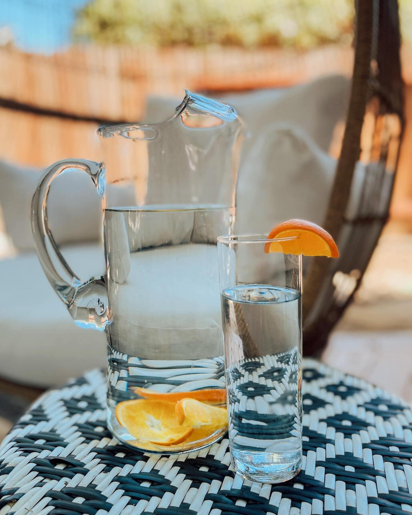 glass pitcher for lemonade